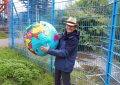 Werner mit Weltkugel