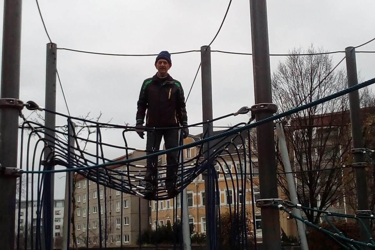 Auf der Seilkletteranlage